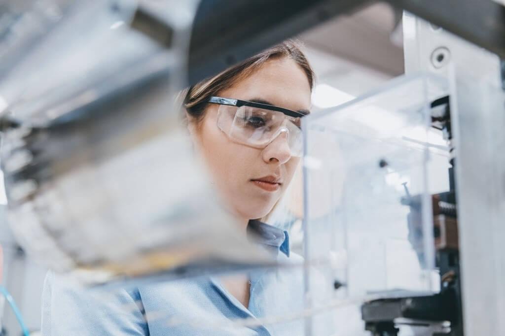 انواع مواد بکار رفته در ساخت عینک ایمنی